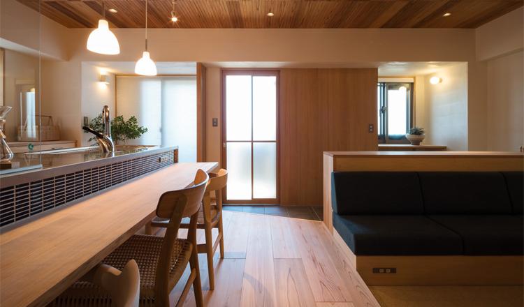 玄関から始まる木のカフェような暮らし